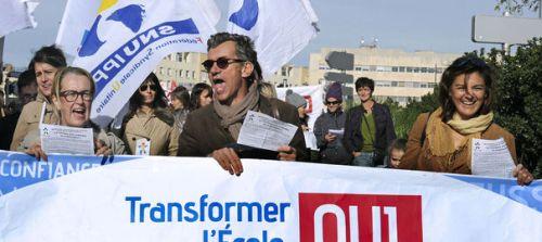 Grèves, rassemblements, défilés... la fronde des enseignants et des animateurs contre la réforme des rythmes scolaires devait s'amplifier jeudi, partout en France, après deux jours de mobilisations marqués par la décision de plusieurs dizaines de maires de ne pas l'appliquer en 2014.