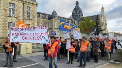 Le personnel de l'hôpital du Haut-Anjou a manifesté vendredi après-midi.