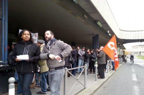 ne centaine de personnes ont participé au rassemblement ce samedi matin.