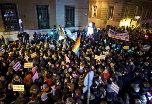 Les associations féministes et de gauche ont appelé à manifester en Espagne vendredi soir, après la présentation du texte par le gouvernement espagnol. MAXPPP