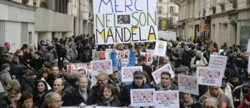 Une manifestation pour l'égalité et contre le racisme a eu lieu à Paris avec une pensée pour Mandela.