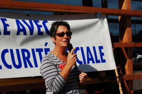 sylvie-delmas-prenant-la-parole-face-aux-manifestants-avant_1491711_460x306