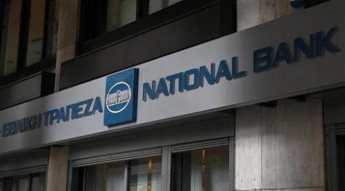 National Bank (NBG), la première banque de Grèce, annonce que 2.510 de ses salariés, soit environ 20% de ses effectifs, ont accepté de quitter le groupe dans le cadre d'un plan de départs volontaires. /Photo prise le 31 décembre 2013 / REUTERS / Yorgos Karahalis