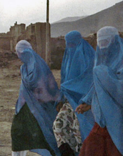 afghan_women_in_burqas_250