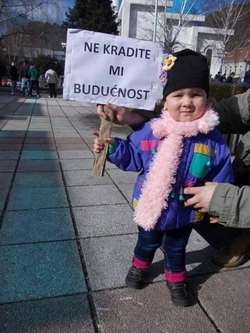 http://communismeouvrier.files.wordpress.com/2014/02/bosnie-ne-volez-pas-mon-avenir.jpg?w=500&h=666