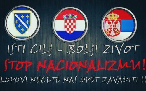 """Sous les symboles nationaux bosniaques, croates et serbes : """"Un même but, une vie meilleure. Stop au nationalisme ! Les voleurs ne nous alièneront plus !"""