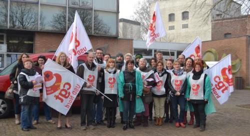 À Denain, la CGT santé est allée sur le parvis de la mairie et sur le marché pour distribuer des tracts.