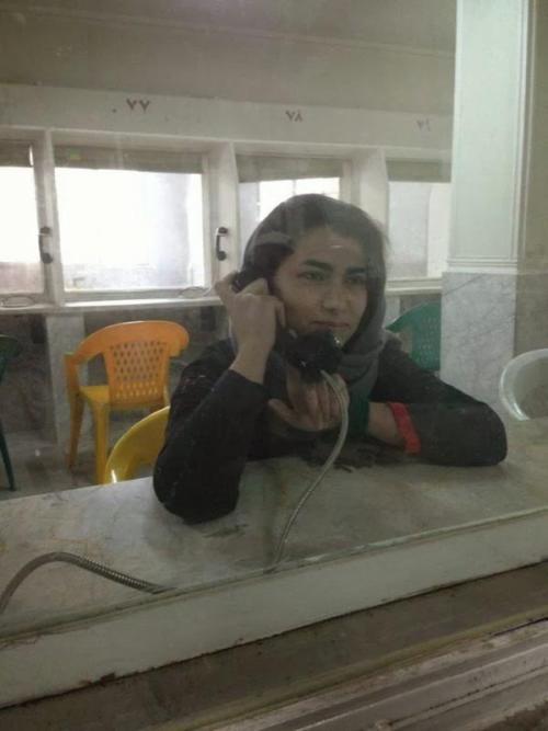 Maryam Shafipour lors d'une visite avec sa famille à la prison d'Evin, Téhéran
