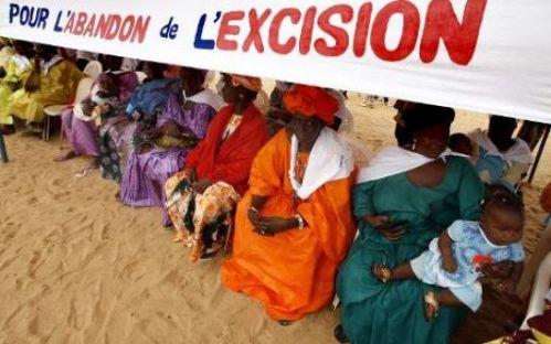 Des femmes luttent pour l'abandon de l'excision en Afrique. Georges Gobet