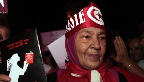 """Manifestation lors de la journée de la femme, le 13 août 2012, à Tunis ; leur slogan : """"Ne touche pas à mes droits."""" (HAMMI/SIPA)."""