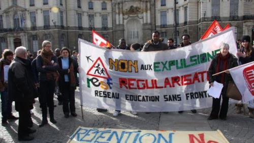 ils-protestent-contre-lexpulsion-dune-famille (1)