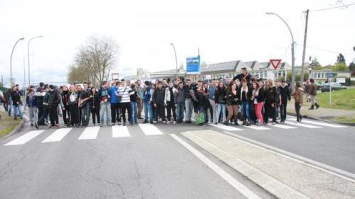 Les lycéens, en majorité de Boulloche, défendent leur copain© Ouest-France