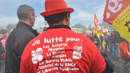 Plusieurs milliers de cheminots manifestent à Paris, pour réclamer une nouvelle réforme ferroviaire | L'édition du Dimanche sur Twitter