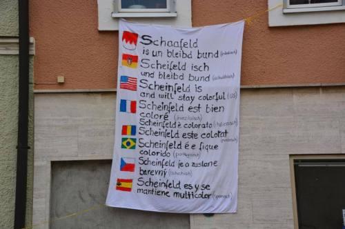 """""""Scheinfeld est multicolore"""" en franconien, souabe, français, anglais, tchèques, etc."""