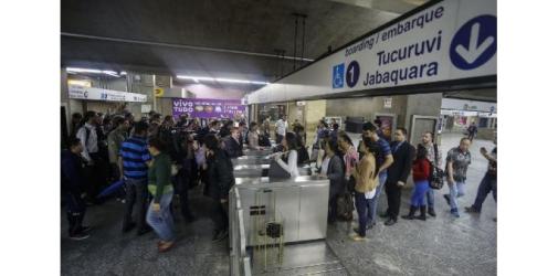 7397102-bresil-greve-du-metro-reconduite-a-sao-paulo-a-six-jours-du-mondial