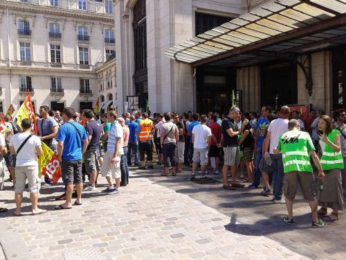 Rassemblement des cheminots en grève ce 12 juin à la gare de Bordeaux