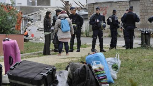 La centaine de squatteurs a eu quelques minutes ce matin pour récupérer ses affaires. | Franck Dubray