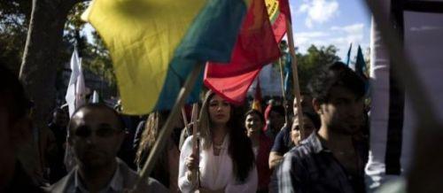 Paris, samedi. Environ 500 personnes ont manifesté pour soutenir les Kurdes et Yazidis victimes de massacres commis par l'Etat islamique (EI) au Kurdistan irakien et réclamer de l'aide humanitaire pour les populations qui ont fui. | AFP/Fred Dufour
