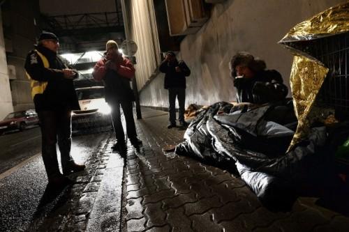 Un sans-abri dans une rue de Strasbourg, le 25 novembre 2013.  Crédit : AFP PHOTO / FREDERICK FLORIN