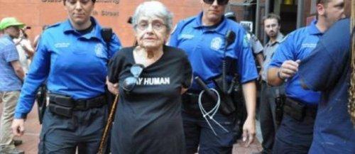 Hedy Epstein arrêtée à Saint-Louis (Missouri)