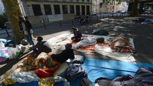 les migrants étaient installés devant la préfecture depuis mercredi soir© Marc ROGER
