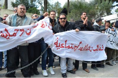 Des délégués des travailleurs de l'agence de sécurité 2SP manifestannt devant le siège de Sonatrach à Alger au mois d'avril
