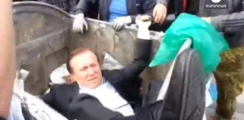 Vitaly Zhuravsky, député ukrainien a affronté la colère des manifestants, mardi 16 septembre. Capture d'écran/Euronews