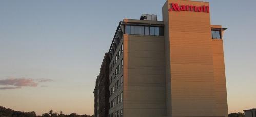 Par Alan Light; Mariott Hotel, Coralville, Iowa, via Flickr