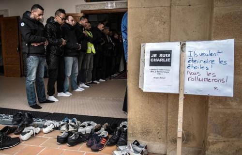 648x415_musulmans-mosquee-saint-etienne-9-janvier-2015-apres-attaque-dont-notamment-victime-redaction-charlie-hebdo
