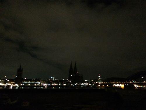 Cologne 5 janvier : Pas de lumière pour les racistes