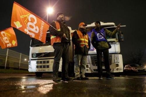En cas d'échec sur les négociations salariales mardi, la CGT appellera à reprendre les blocages. ( AFP / KENZO TRIBOUILLARD, AFP )
