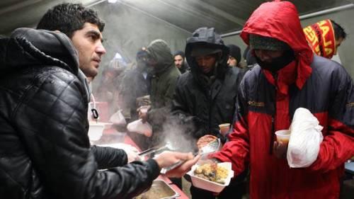 L'accueil de jour des migrants à Calais © Maxppp