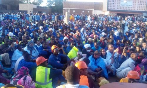 Rassemblement des ouvriers de la SNIM à Zouerate le 22 mars