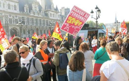 Parvis de l'Hôtel-de-Ville, en septembre, lors d'un précédent mouvement. La CGT-Petite enfance appelle à une « grève reconductible » jeudi pour dénoncer le manque de personnel. (LP/Julien Duffé.)