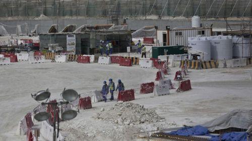 Le chantier du stade Al-Wakra au Qatar, photographié le 4 mai 2015. [AP Photo/Maya Alleruzzo]