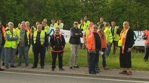 F3 Centre-Val de Loire/A.Heudes Manifestation des salariés de SCA à Saint-Cyr-en-Val (Loiret), ce lundi matin, dans le parc d'activités de La Saussaye.