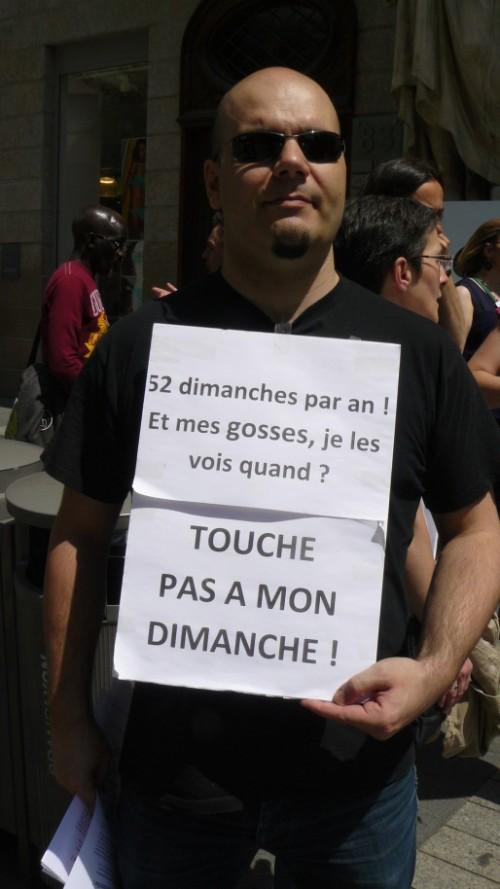 Un employé de la Fnac Bellecour. Crédit : MC/Rue89Lyon.