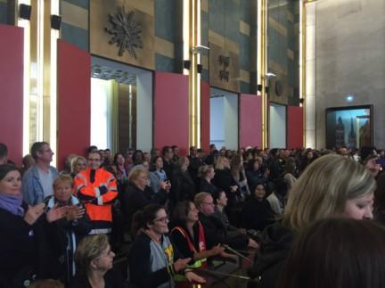 Les agents de la Ville de Rouen réunis en assemblée générale, à l'Hôtel de Ville, dans la matinée du lundi 22 juin 2015. (Photo DR)