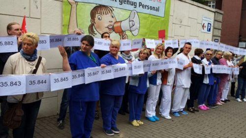 Chaîne humaine à Berlin pour les créations de postes dans la santé