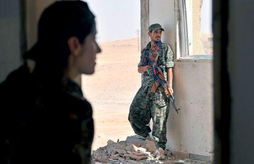 Après des victoires retentissantes dans le sillage de sa montée en puissance en 2013, EI a perdu ces derniers mois au profit des forces kurdes des localités du nord et l'est syriens, échouant à agrandir son «califat». Photo: Delil Souleiman Agence France-Presse