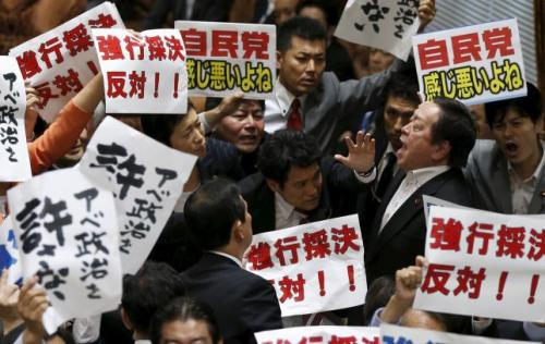 Yasukazu Hamada (2nd R), chairman of the Upper House Special Committee on on Security, shouts as he is surrounded by opposition lawmakers during a vote on on the security-related legislation at the parliament in Tokyo July 15, 2015.  REUTERS/Toru Hanai