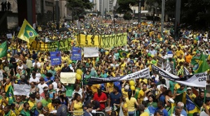 648x360_plus-million-personnes-manifeste-dimanche-o-paulo-demander-destitution-presidente-bresilienne-dilma-rousseff