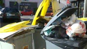 Les poubelles n'ont pas été ramassées, ce lundi 19 octobre 2015, à Dijon et à Chenôve en raison d'un mouvement de grève des salariés de Divéo.
