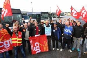 les-syndicats-cgt-cftc-fo-et-unsa-empechent-les-bus-de_643960_516x343