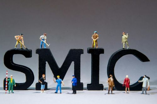 835993-france-economie-salaire-smic