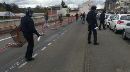 loi-travail-la-police-gaze-les-jeunes-manifestants-saint-brieuc_0