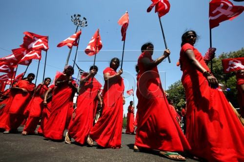 epa05285189 Indian labours and members of different trade unions, hold flags at a rally during International Labour Day in Bangalore, India, 01 May 2016. Labour Day or May Day is observed all over the world on the first day of the May to celebrate the economic and social achievements of workers and fight for labourers rights.  EPA/JAGADEESH NV