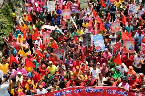 epa05285216 Garment workers shout slogans during a rally to mark Labor Day organized by Sammilito Garments Sramik Federation (SGSF) at Paltan in Dhaka, Bangladesh, 01 May 2016. Labour Day or May Day is observed all over the world on the first day of the May to celebrate the economic and social achievements of workers and fight for labourers rights.  EPA/ABIR ABDULLAH