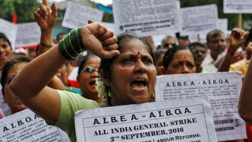 des-millions-d-indiens-manifestent-contre-des-projets-de-reformes-et-de-privatisations-du-gouvernement-nationaliste-hindou-le-vendredi-2-septembre-2016-a-bombay_5661627.jpg